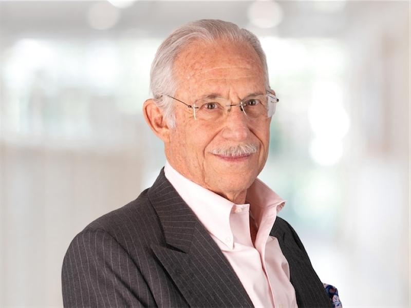 الصورة : ويليام أ. هاسيلتين - عالم ورجل أعمال في مجال التكنولوجيا الحيوية، وخبير في الأمراض المعدية، ويشغل أيضاً منصب رئيس مركز أبحاث «الصحة العالمية»: (أكسيس هيلث إنترناشيونال).