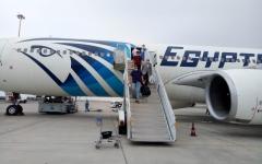 الصورة: الصورة: وصول رحلة استثنائية تقل 270 مصرياً من دبي لمطار مرسى علم