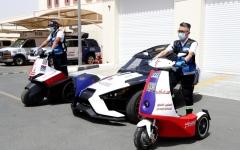 الصورة: الصورة: إسعاف دبي تلاحق «كورونا» بـ«سكوترات» و«دراجات متطورة»