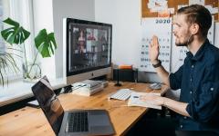 الصورة: الصورة: دراسة: ثلث الموظفين يعملون لوقت أطول في زمن كورونا