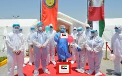 الصورة: الصورة: أطباء الإمارات يحتفلون بشفاء 10 مرضى من فيروس كورونا