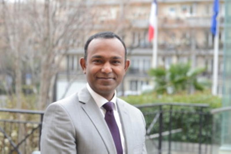 الصورة : تيودور اليكسيس -  دبلوماسي في وزارة الخارجية الفرنسية، وهو حالياً قنصل فرنسا العام لدى تورونتو.