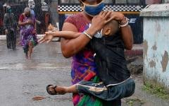 الصورة: الصورة: بعد كورونا.. الإعصار أمفان ينشر الدمار في الهند وبنغلادش