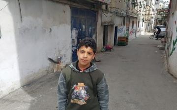 الصورة: الصورة: رضا حماد.. طفولةٌ تحلم بوداع النزوح والعودة إلى «ربوع سلمة»