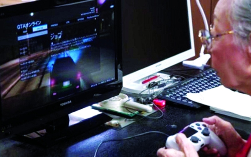 الصورة: الصورة: معمرة في الـ90 تحترف ألعاب الفيديو