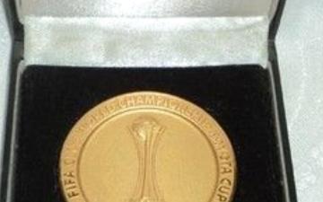 الصورة: الصورة: لاعب يبيع ميدالية ذهبية ليشتري المخدرات