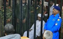 الصورة: الصورة: إصابة 3 من مساعدي البشير بـ «كورونا» في السجن
