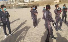 الصورة: الصورة: هلا تهزم «كورونا» والتقاليد معاً على شواطئ غزّة