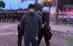 الصورة: الصورة: بالفيديو..الشرطة الأمريكية تعتقل مراسل سي إن إن على الهواء خلال تغطية الاحتجاجات