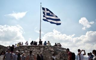 اليونان تسمح بدخول السياح من 29 دولة اعتباراً من 15 يونيو