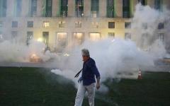 الصورة: الصورة: إعلان حالة الطوارئ في مدينة ناشفيل الأمريكية بعد إضرام النيران بمبنى محكمة