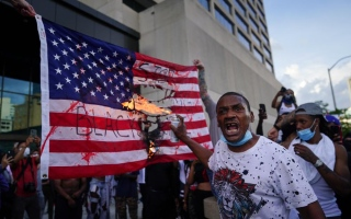 الصورة: الصورة: لماذا يتفادى الديمقراطيون استغلال احتجاجات مينسوتا ضد ترامب؟