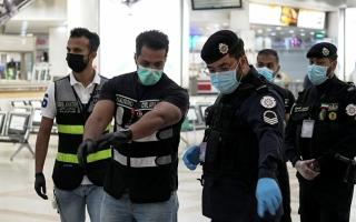 """الكويت: قانون """"مؤقت"""" يسمح بتخفيض الرواتب وسط أزمة كورونا"""
