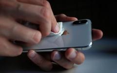 الصورة: الصورة: تعرف على 5 خطوات لتعقيم الهواتف المحمولة