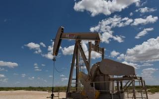 أسعار النفط ترتفع قبيل اجتماع لأوبك+ بشأن تمديد تخفيضات الإنتاج