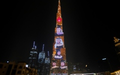 """الصورة: الصورة: """"كندية دبي"""" تضيء برج خليفة بصور خريجيها"""