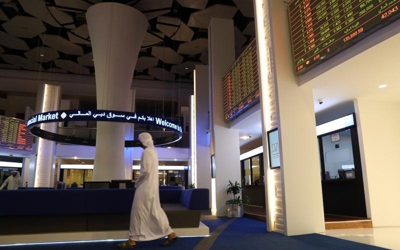 الصورة: الصورة: «سوق دبي» يُعدّ شاشة تداول الأسهم الموقوفة