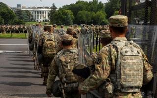 الصورة: الصورة: البيت الأبيض يستعد لنشر 10 آلاف جندي لقمع الاحتجاجات في واشنطن