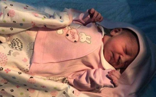 الصورة: الصورة: بالصور.. مصابة بكورونا تضع مولودها بمستشفى سعودي
