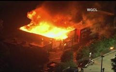 الصورة: الصورة: أمريكا.. محتجون يحرقون مطعما قُتل عنده شاب أسود بنيران الشرطة