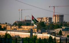 الصورة: الصورة: الأجهزة الأمنية الفلسطينية تتلف وثائق سرية تحسباً لسيناريو خطير