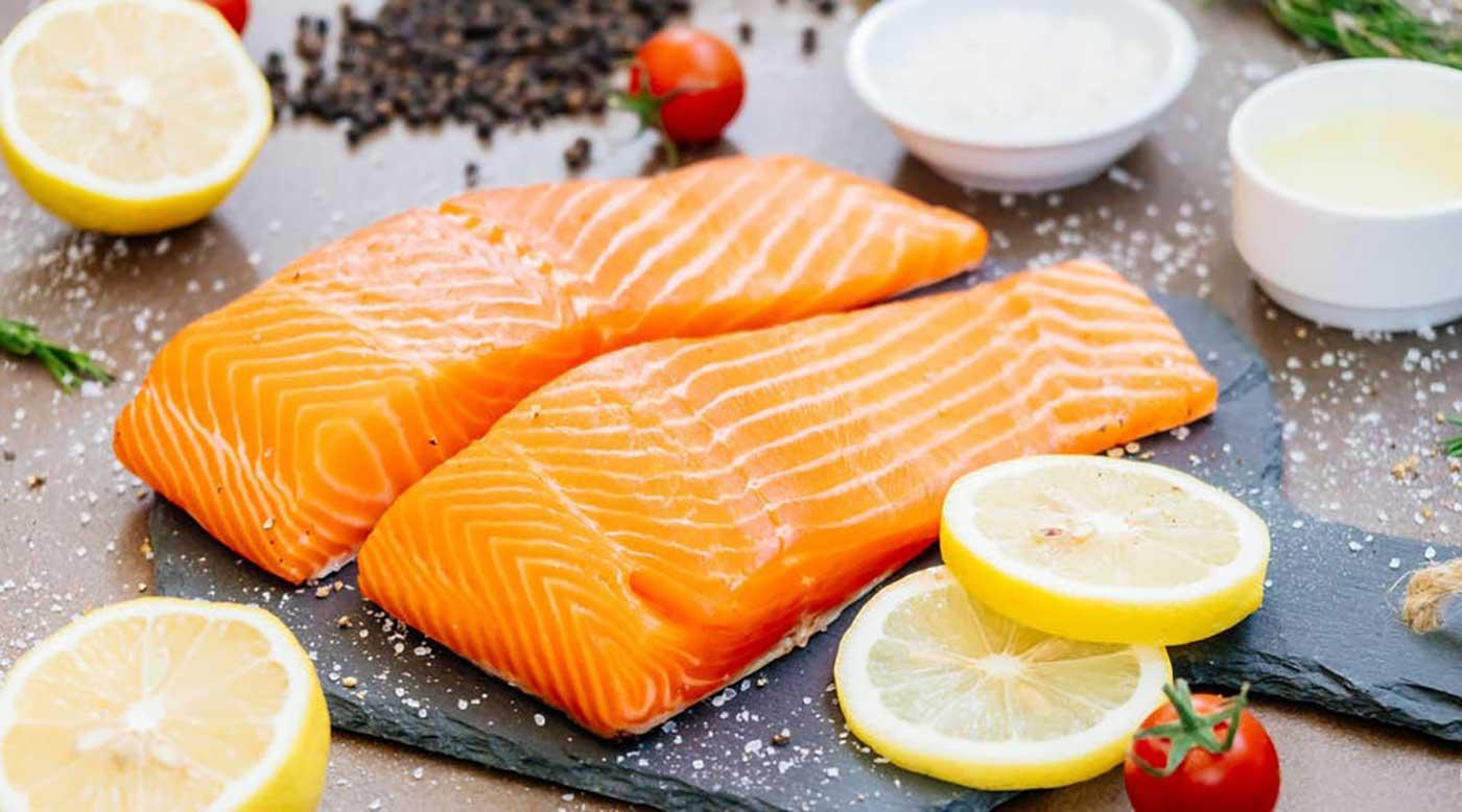 لا علاقة لسمك السلمون بكورونا بكين - فكر وفن - شرق وغرب - البيان
