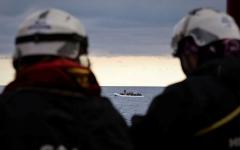 الصورة: الصورة: إنقاذ 20 مهاجراً مصرياً ويمنياً قرب السواحل التونسية
