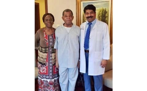 الصورة: الصورة: عملية جراحية معقدة تعيد الحركة لمريض نيجيري في رأس الخيمة