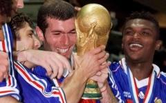 الصورة: الصورة: حساب كأس العالم يحتفل بعيد ميلاد زيدان ال48