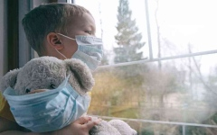 """الصورة: الصورة: إجهاد ما بعد الصدمة و""""متلازمة الكوخ"""" لدى أطفال """"الحجر"""""""