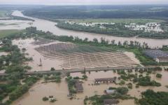 الصورة: الصورة: بالفيديو.. الفيضانات تضرب غرب أوكرانيا وتودي بحياة 3 أشخاص