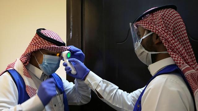تعافي سعودي يبلغ 98 عاماً من «كورونا» - عالم واحد - العرب - البيان