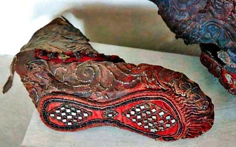 الصورة: الصورة: حذاء تحفة في جبال سيبيريا