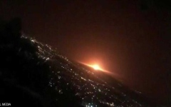 الصورة: الصورة: بالفيديو.. انفجار ضخم يهزّ شرقي طهران