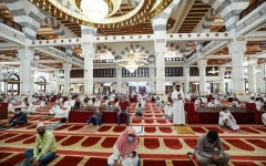 الصورة: الصورة: مساجد مكة تستقبل أول جمعة بعد رفع تعليق الصلاة بها