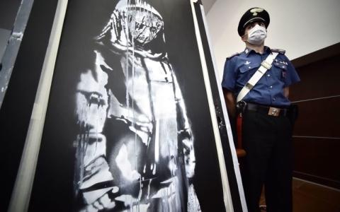 الصورة: الصورة: اتهام 6 أشخاص بسرقة لوحة بانكسي في باريس
