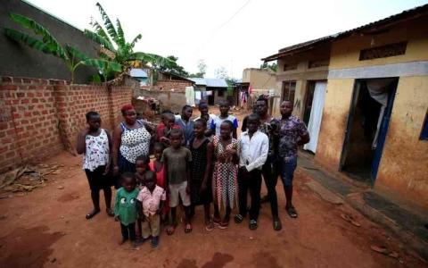 الصورة: الصورة: منع امرأة من الإنجاب بعد 44 طفلاً