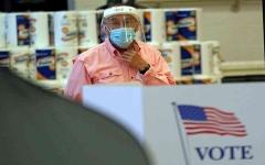 الصورة: الصورة: أمريكا تسجّل أكبر زيادة إصابات يومية بكورونا منذ بداية الجائحة