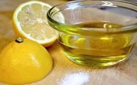 الصورة: الصورة: ما فائدة شرب زيت الزيتون مع الليمون قبل النوم؟