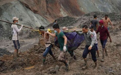 الصورة: الصورة: بالفيديو.. 162 قتيلاً في انهيار أرضي بمنجم لليشم بميانمار