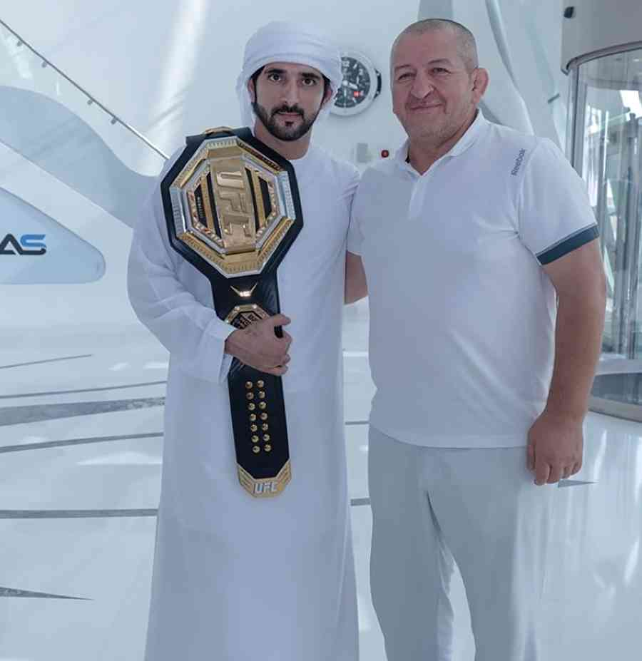 الصورة : حمدان بن محمد في لقطة سابقة مع الفقيد