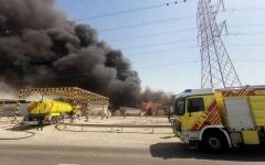 الصورة: الصورة: حريق في مصنع للأخشاب بمنطقة أم الرمول في دبي