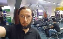 الصورة: الصورة: مأساة سائح لا يزال عالقا في المطار منذ أكثر من 100 يوم بسبب كورونا