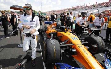 الصورة: الصورة: هاميلتون يرحب بعودة البطل ألونسو إلى عالم الفورمولا 1