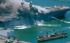 الصورة: الصورة: بالفيديو.. إصابة 18 بحاراً في حريق على سفينة حربية أمريكية بسان دييجو