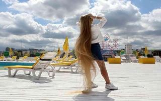 الصورة: الصورة: الطفلة الأوكرانية ذات الشعر الطويل