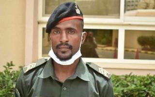 الصورة: الصورة: جندي سوداني يعيد مبلغاً مالياً تم إيداعه في حسابه بالخطأ