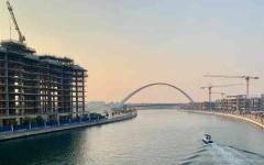الصورة: الصورة: البناء يتواصل على جانبي قناة دبي المائية