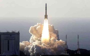 الصورة: الصورة: الإعلام الياباني: مسبار الأمل الإماراتي يحلق مع الأمل إلى المريخ