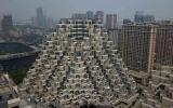 """الصورة: الصورة: شاهد.. مبنى """"الأهرامات"""" في الصين يبهر مستخدمي مواقع التواصل"""